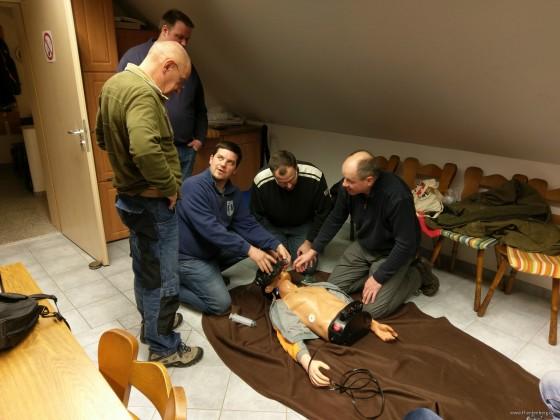 Erste Hilfe Ausbildung im Gerätehaus der FF Entenberg